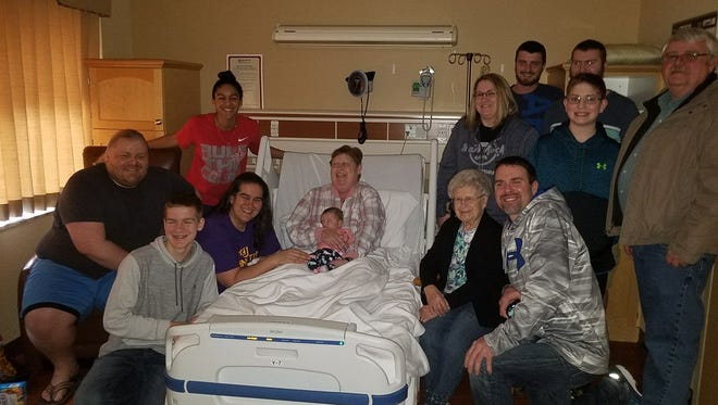 Janell Hauf, who died of brain cancer this month, brought her family together for a five-generation picture in her hospital room.
