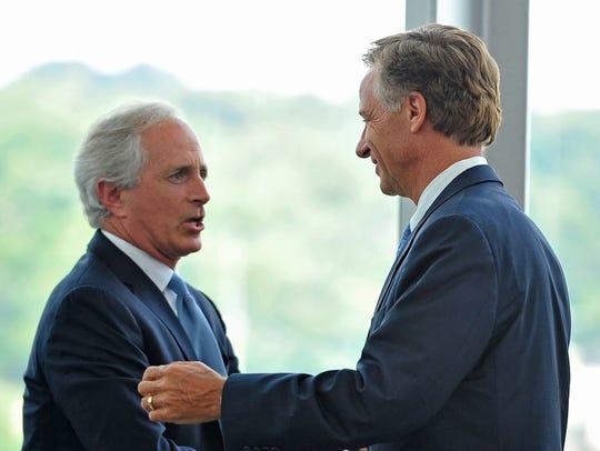 Gov. Bill Haslam, right, shakes hands with Sen. Bob