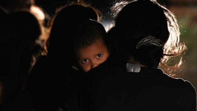Familias enteras centroamericanas continúan intentando cruzar la frontera a los Estados Unidos.