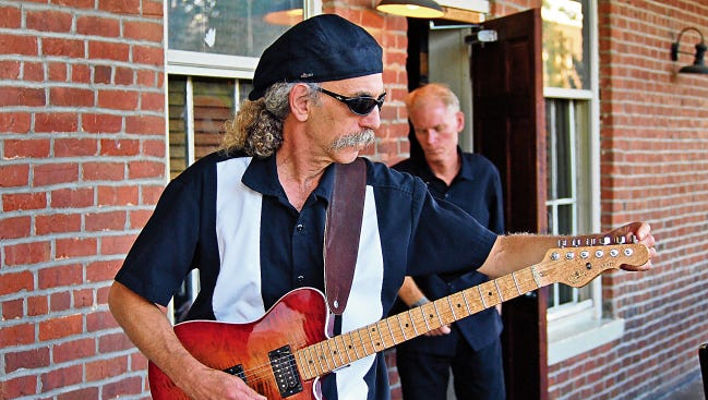 The Mississippi duo the Blues Doctors perform this weekend at Crash Music at the Aztec Theater.