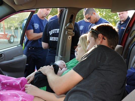 Mesa mom gives birth in car