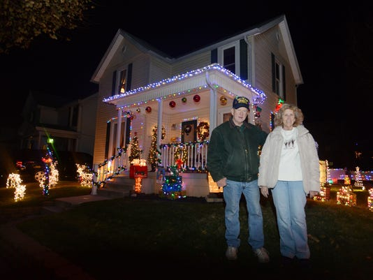 One Story House Christmas Lights.N 15th Street Home Adorned With Christmas Decorations