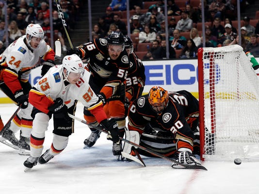 Flames_Ducks_Hockey_76456.jpg