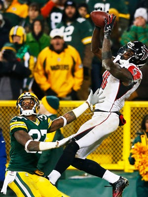 Falcons receiver Julio Jones beats Packers safety Sam Shields for a touchdown at Lambeau Field.