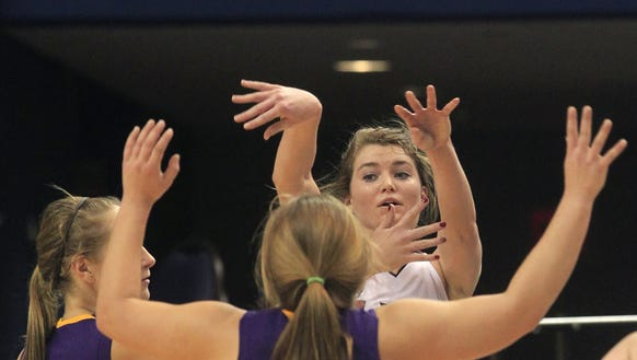 Oregon-Davis' Ashley Campbell passes the ball off to