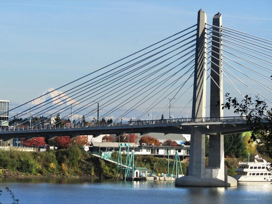 Portland Tilikum Crossing and Mt Hood