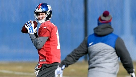 Giants QB Eli Manning practiced with gloves on Thursday.