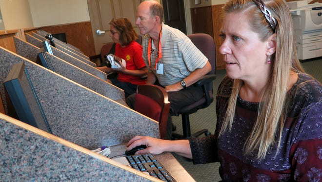 Shellie Udell works in the computer lab at the SwitchPoint Resource Center in St. George on Thursday, October 8, 2015.