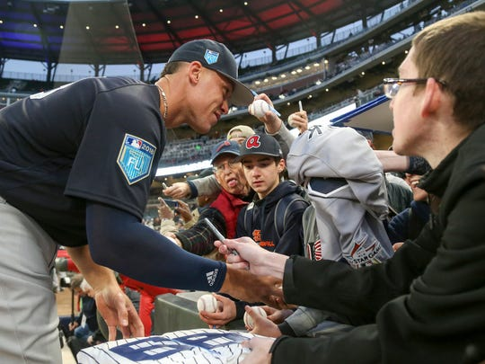 Yankees right fielder Aaron Judge signs autographs before a game against the Atlanta Braves at SunTrust Park.