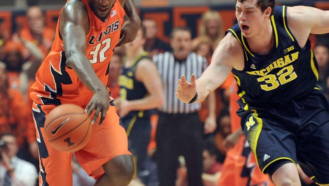 Illinois' Nnanna Egwu (32) and Michigan's Ricky Doyle (32) chase a loose ball during the first half of an NCAA college basketball game in Champaign, Ill., on Thursday, Feb. 12, 2015. (AP Photo/Rick Danzl)