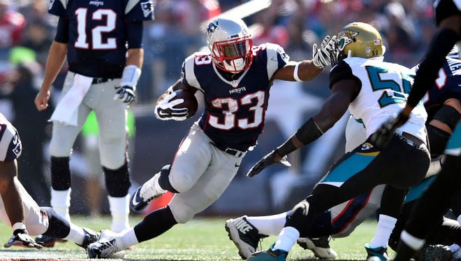 New England Patriots running back Dion Lewis (33) carries the ball in the first quarter against the Jacksonville Jaguars at Gillette Stadium.