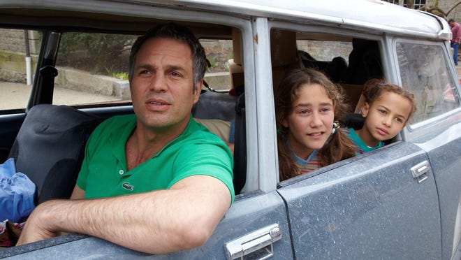 "Mark Ruffalo as Cam Stuart, with Imogene Wolodarsky and Ashley Aufderheide as his daughters, on the set of ""Infinitely Polar Bear."""