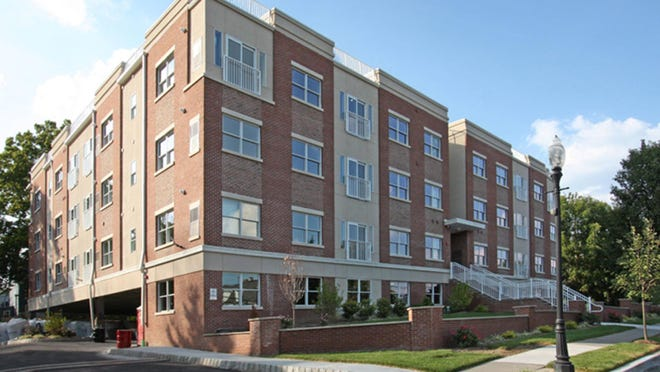 Reduced rent for qualified renters during the Sweet Deal at Morristown Gateway, an upscale, mid-rise apartment building at 12 Ridgedale Avenue in Morristown, with easy access to the New York trains to NYC and Interstate 287.