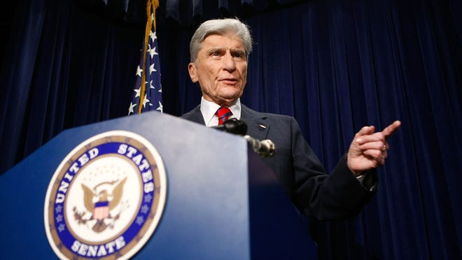 WASHINGTON - AUGUST 23:  U.S. Sen. John Warner (R-VA) speaks during a news conference on Capitol Hill August 23, 2007 in Washington, DC. Warner spoke about his recent two-day trip to Iraq with Senate Armed Services Committee Chairman Sen. Carl Levin (D-MI). Warner said that U.S. President George W. Bush announce an preliminary withdrawal of troops from Iraq starting September 15.  (Photo by Alex Wong/Getty Images) ORG XMIT: 76218114 GTY ID: 18114AW008_SENATOR_WARNE