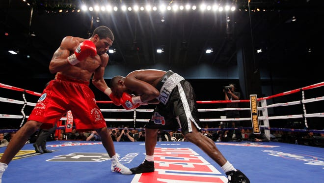 Anthony Peterson, left, defeated Daniel Attah in 2011 in Washington D.C. (Photo by Garrett Hubbard, USA TODAY Sports)