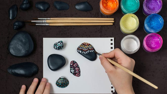 Hand-painted colorful dot patterns on sea pebbles and shells. Children's art project, a craft for children. DIY concept. Step by step photo instructions. Step 4. Hand-painted dot patterns