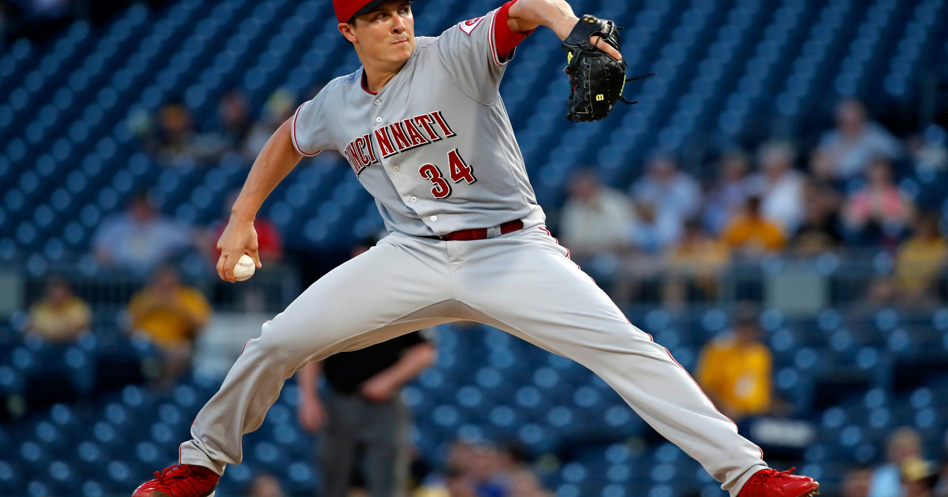 a64ab8f4b464 Reds drop Homer Bailey from rotation