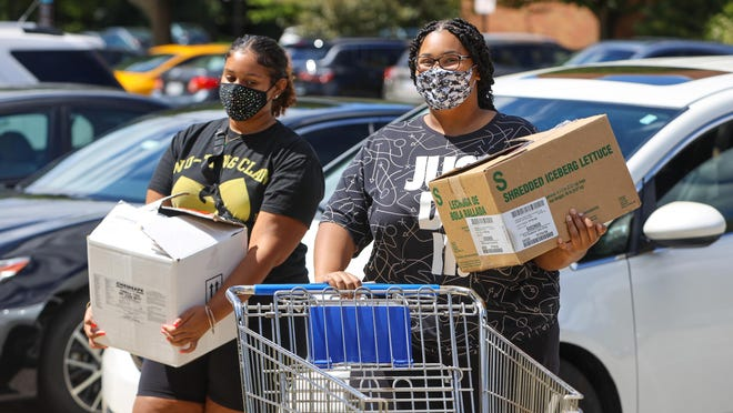 Kent State University students Andréa Brumley, a sophomore from Ravenna, and Danae Dawson, a junior from Akron, move into their dorm Wednesday at Kent State University.