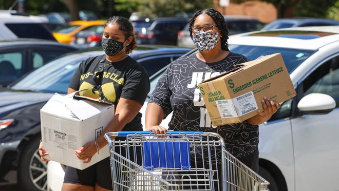 Kent State University students Andréa Brumley, a sophomore from Ravenna, and Danae Dawson, a junior from Akron, move into their dorm at Kent State University on Wednesday.