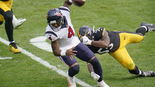 Houston Texans quarterback Deshaun Watson tries to get past Pittsburgh Steelers inside linebacker Devin Bush on a scramble during the Texans' 28-21 loss Sunday in Pittsburgh.
