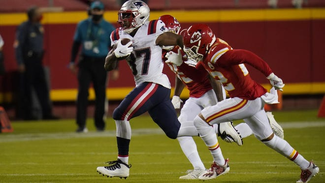 Damien Harris made the most of his first start in the NFL, gaining 100 yards on 17 carries in the Patriots' 26-10 loss to the Chiefs Monday night in Kansas City.