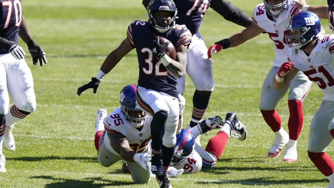 Chicago Bears running back David Montgomery (32) takes off running against the New York Giants in Chicago, Sunday, Sept. 20, 2020.