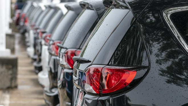 Austin-area auto dealers sold 10, 832 new vehicles in October, according to Freeman Auto Report.That's a drop of more than 600 sales from September, when Central Texas dealers sold 11,495 new vehicles, and is down 31% from October of 2019.