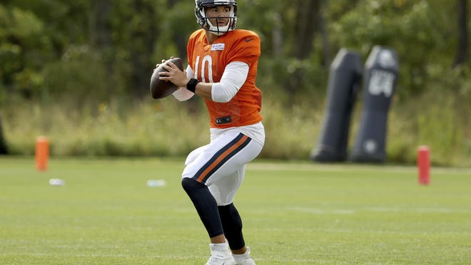 Chicago Bears quarterback Mitchell Trubisky (10) drops back to pass during training camp at Halas Hall on Monday, Sept. 1, in Lake Forest.