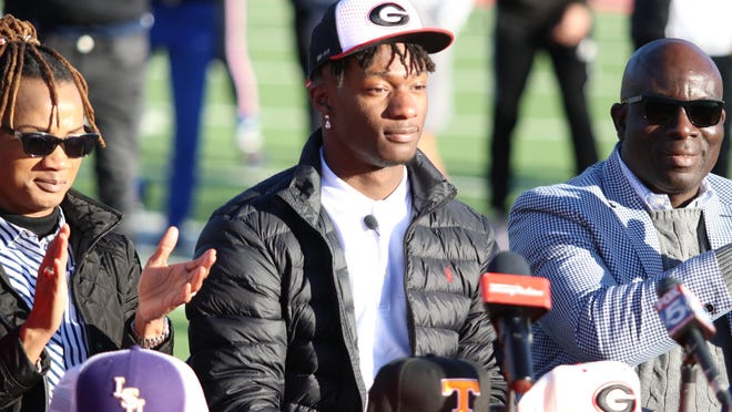Five-star linebacker Smael Mondon verbally pledged to UGA on Wednesday during a ceremony at Paulding County High School.