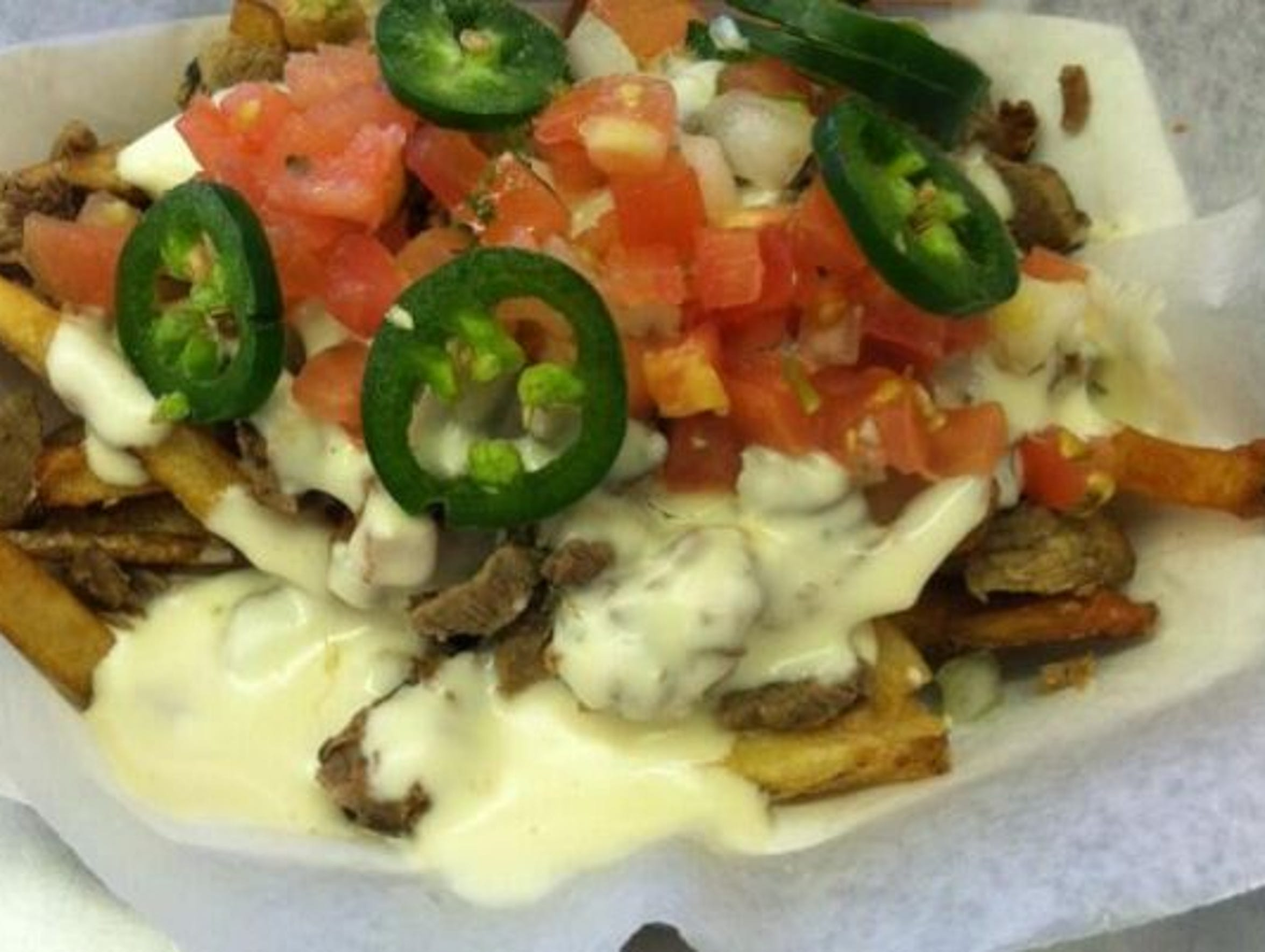 Truck Fries (Garlic Fries+Steak+Cheese Dip+Jalapenos+Pico