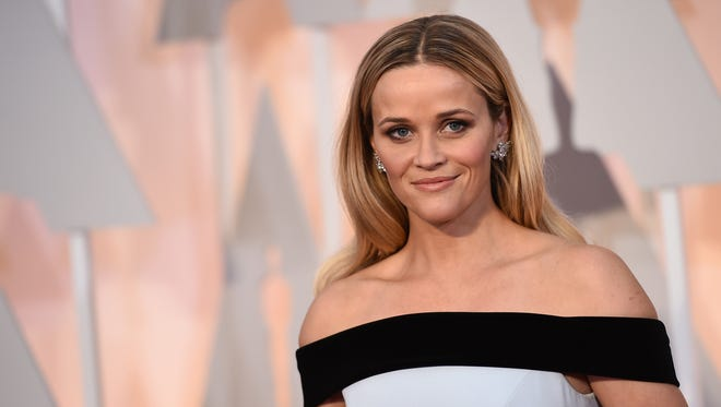 Reese Witherspoon hosted the SNL Mother's Day special.