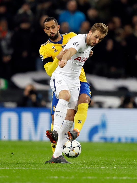 Tottenham's Harry Kane, right, is challenged by Juventus' Medhi Benatia during the Champions League, round of 16, second-leg soccer match between Juventus and Tottenham Hotspur, at the Wembley Stadium in London, Wednesday, March 7, 2018. (AP Photo/Kirsty Wigglesworth)