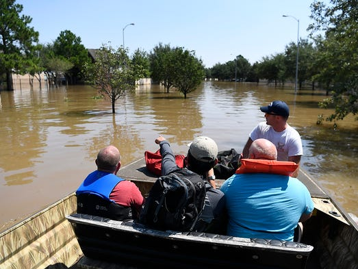 Volunteers from Lake Management Services took Cinco