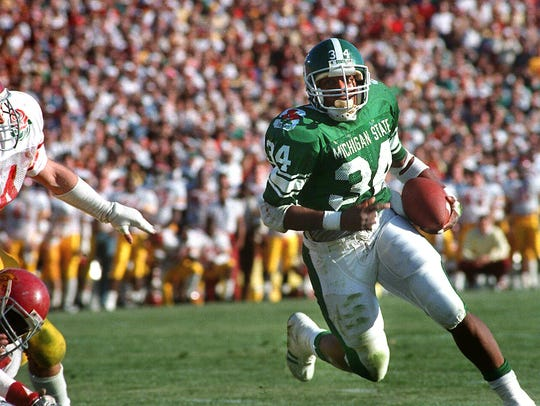 Lorenzo White runs around the USC defense to score MSU's first touchdown in the Rose Bowl on Jan 1, 1988.