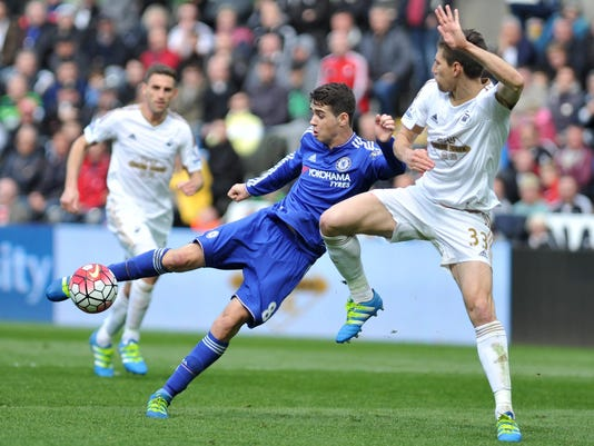 Swansea City's Ferderico Fernandez, right, and Chelsea's Oscar battle for the ball during their English Premier League soccer match against Chelsea at Liberty Stadium, Swansea, England, Saturday, April 9, 2016. (PA via AP) UNITED KINGDOM OUT
