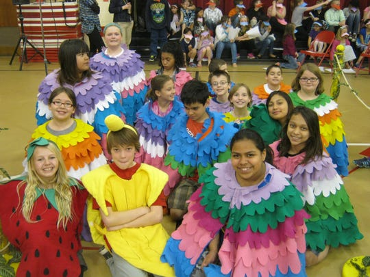 Students at Spring Road Elementary School, Neenah,