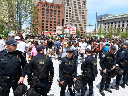 Police maintain lines between groups of protesters