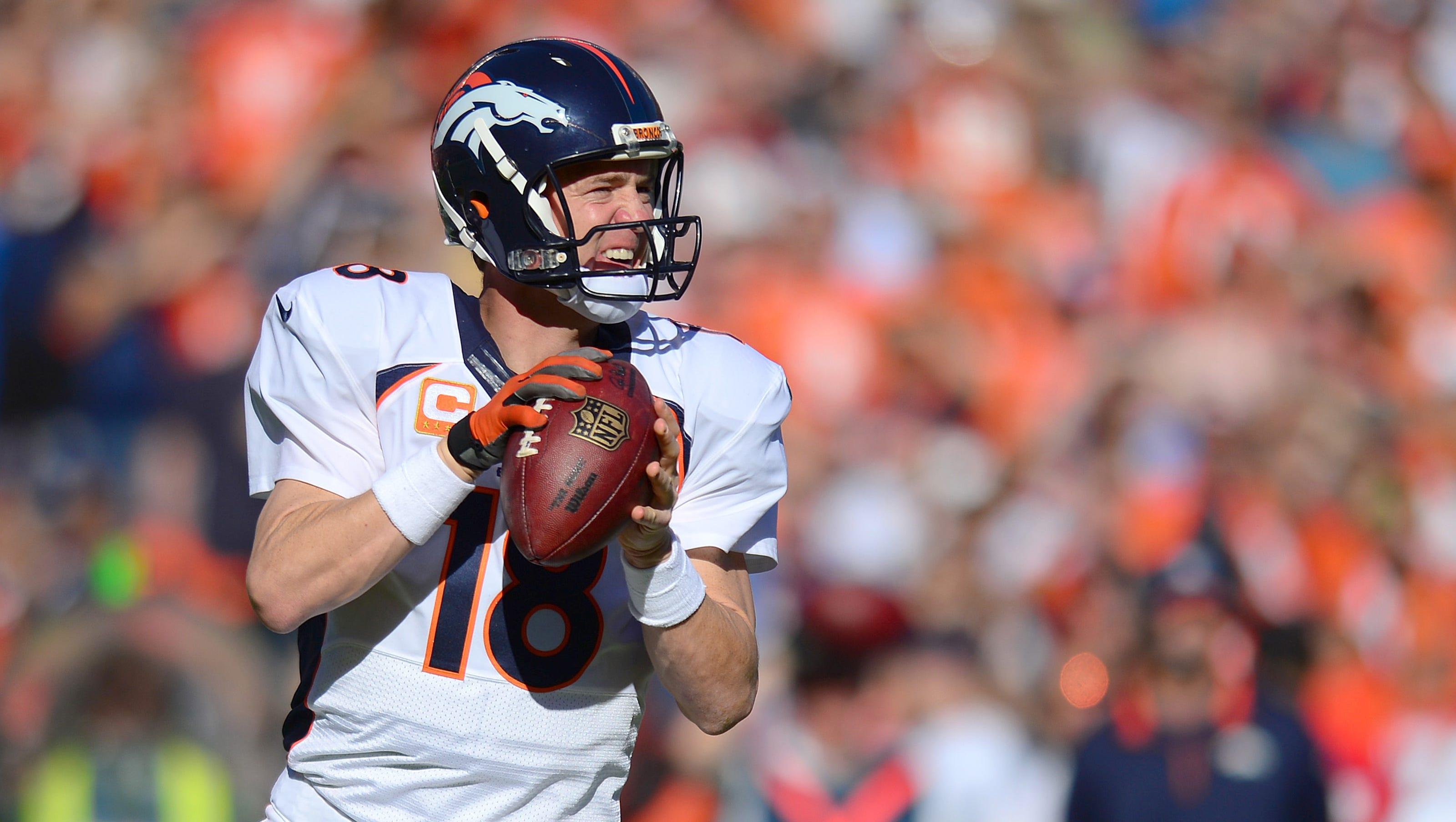Peyton Manning Briefly Exits Broncos Game But Returns