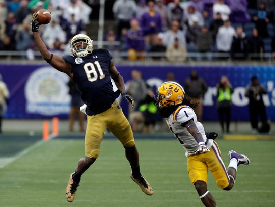 Notre Dame wide receiver Miles Boykin (81) makes a