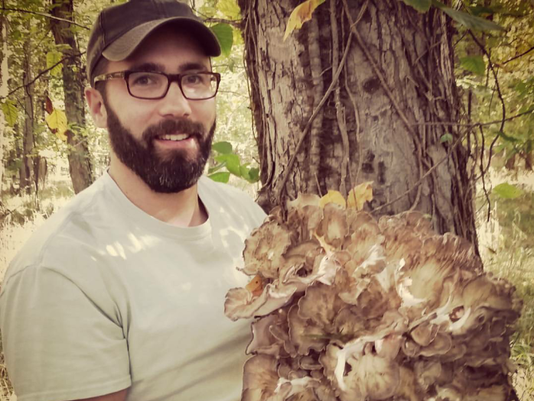 636453239388780900-david-alexander-with-hen-of-the-woods.png