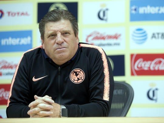 Miguel 'Piojo' Herrera, D.T. del América, anhela con volver a dirigir la selección mexicana de futbol.