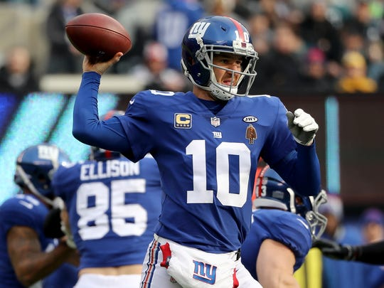EAST RUTHERFORD, NJ - DECEMBER 17:  Eli Manning #10 of the New York Giants looks to pass against the Philadelphia Eagles during the first half in the game at MetLife Stadium on December 17, 2017 in East Rutherford, New Jersey.  (Photo by Elsa/Getty Images)