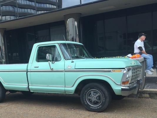 635828600347389865-truck2