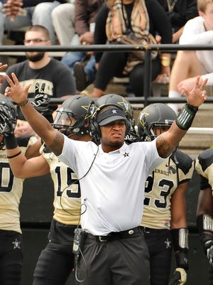 Vanderbilt graduate assistant coach Chris Marve, a former All-SEC linebacker, looks on during the Black & Gold spring game in 2015.