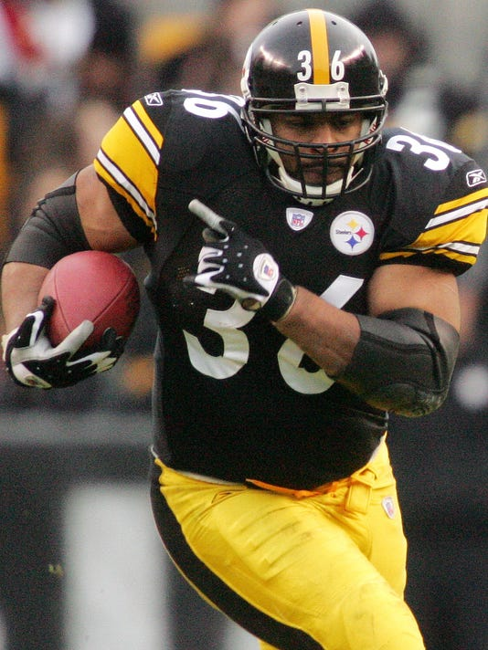 c886704a1 Bus stop  Steelers great Jerome Bettis bulls way into Hall