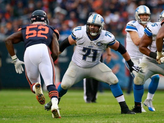 FILE - In this Oct. 2, 2016, file photo, Detroit Lions tackle Riley Reiff (71) sets to black against the Chicago Bears during an NFL football game in Chicago. The Minnesota Vikings have signed former Detroit Lions offensive tackle Riley Reiff. The Vikings announced the deal on Friday, March 10, 2017. (AP Photo/Jeff Haynes, File)