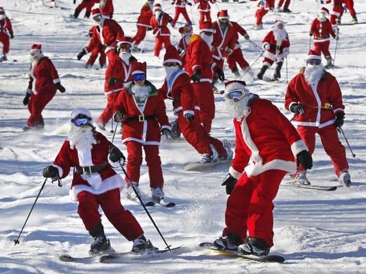 Skiing Santas (2)