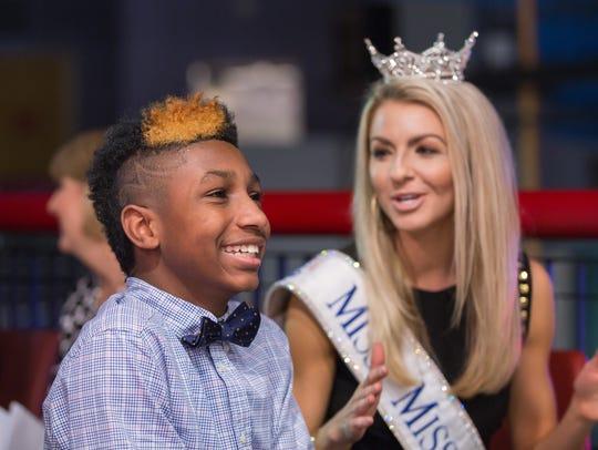 KJ Fields smiles as Miss Mississippi Anne Elizabeth