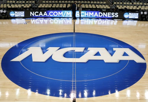17 D-I teams don't make NCAA grade, banned from postseason