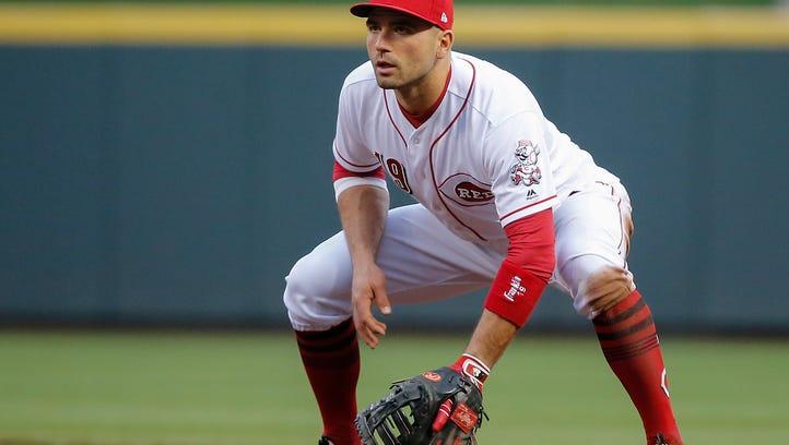 Cincinnati Reds first baseman Joey Votto (19) plays